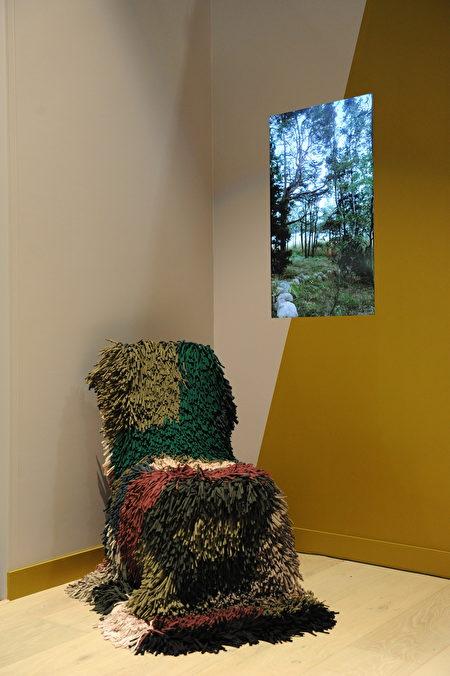 在温哥华室内设计展IDS上,由芬兰设计师苏珊娜‧比约克伦德(Susanna Bjorklund)策划的What the Hel作品。(童宇/大纪元)
