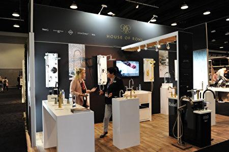 在温哥华室内设计展IDS上,由Riobel/Rohl展出的各种时尚水龙头。(童宇/大纪元)