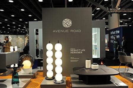 在溫哥華室內設計展IDS上,由Avenue Road設計的時尚作品。(童宇/大紀元)