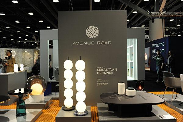 在温哥华室内设计展IDS上,由Avenue Road展出的时尚作品。(童宇/大纪元)