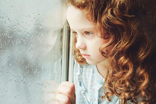 如何帮助内向的孩子勇于表达自己