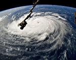 佛羅倫斯颶風繼續向美國東海岸方向前進,正在產生高達83英尺(約25米)的巨浪。圖為NASA空拍颶風圖片。(NASA via Getty Images)