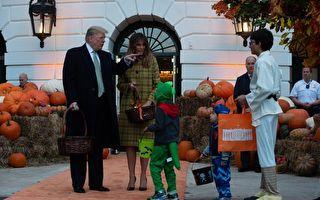 川普夫妇在白宫与孩子们欢度万圣节