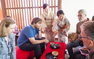 东京金秋 茶香四溢 外国人享受茶道