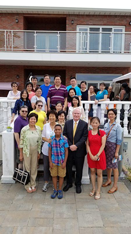 華人家長挺艾維樂。