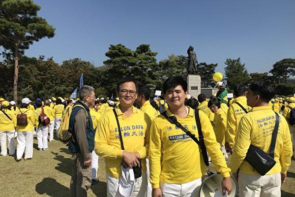 台灣法輪功學員在韓國分享大法美好