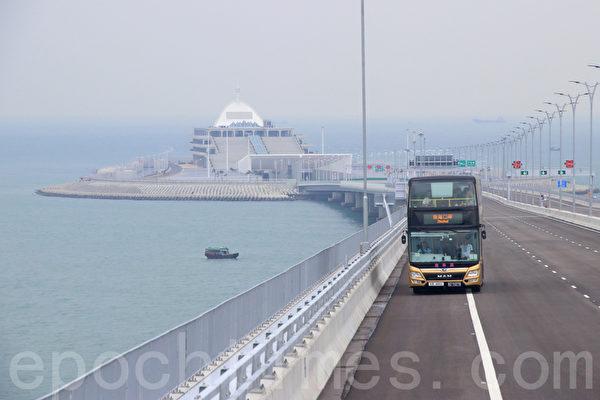 港珠澳大桥港口岸人工岛警控制塔异常下沉