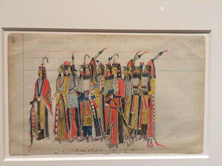 """""""美洲原住民艺术展""""上的绘画作品。"""