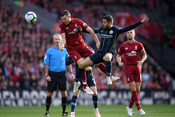 英超:曼城战平利物浦 曼联完成惊人逆转