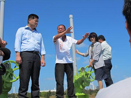 地方代表林森敏(右3)要求政府有关单位尽快拓宽、加深引水口处,照顾渔民的生计!