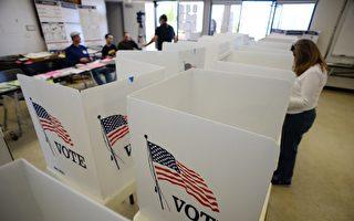美國公民在一個投票站進行投票。(ROBYN BECK/AFP/Getty Images)