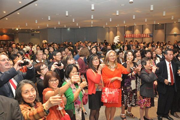 各界貴賓舉杯敬祝中華民國生日快樂(駐法國台北代表處提供)