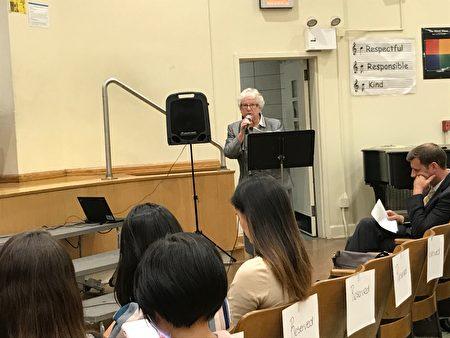 州參議員史塔文斯基對特殊高中招生改革表達反對意見,並認為市府應通過增設天才班、增加輔導、增設特殊高中等途徑來提升特殊高中學生族裔多元化。