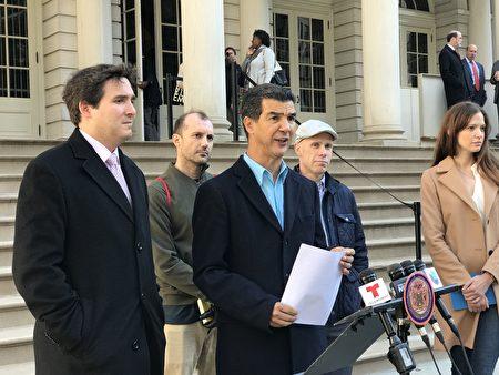 市議員羅德里格斯與陳倩雯等議員以及小業主們,17日宣布將就法案召開聽證會。