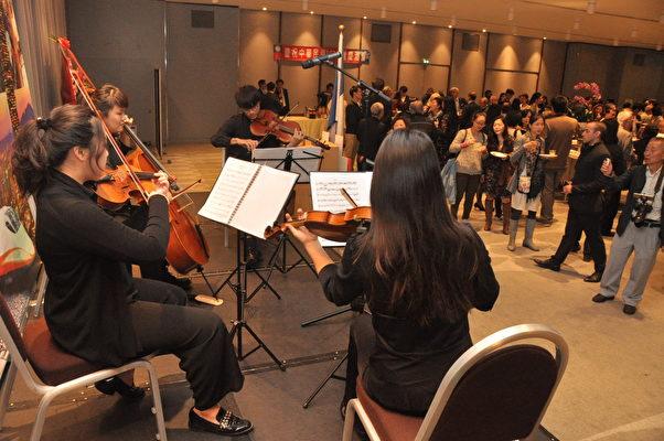 留法音樂系學生弦樂四重奏表演(駐法國台北代表處提供)
