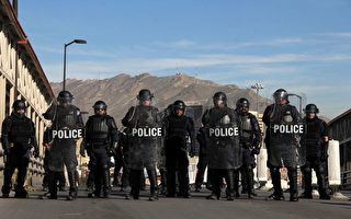 美大批民眾帶槍抵邊境 助軍隊堵截非法移民