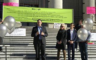 2018年10月17日,前美国政府毒品控制政策顾问萨拜特(Kevin Sabet)在溫哥華反對大麻合法集会上发言。(余天白/大紀元)