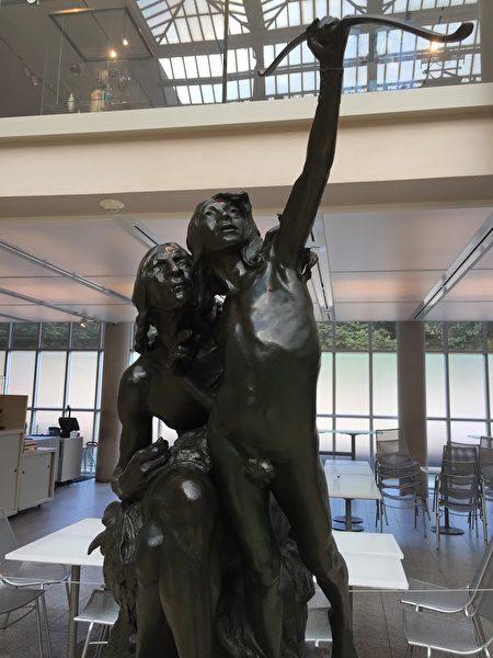 在Met展出的青铜雕塑。