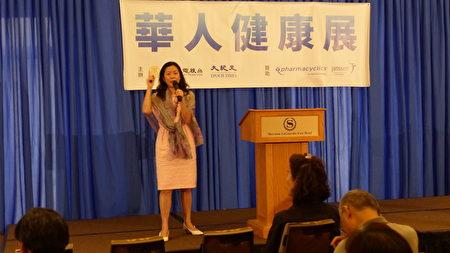 """第一保健亚裔市场销售部总监高晓晶表示,纽约州的留学生也可以办""""基本医疗保险""""(essential plan),月费为零到20元。"""