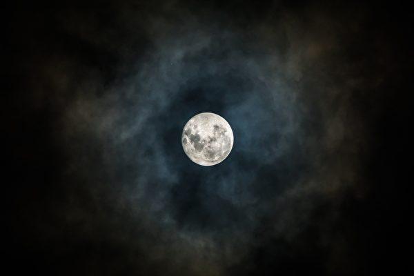 古人经常夜观天象以判断祸福吉凶。(公有领域)