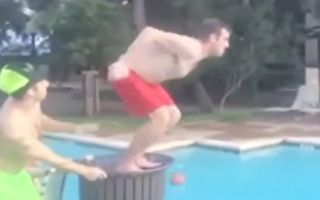 滑溜溜片!只要有水就有人滑倒的搞笑合辑