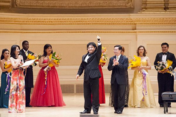 2012年,來自加拿大的選手男高音張洋獲得了第六屆「全世界歌劇唱法聲樂大賽」男聲組金獎。(攝影:戴兵/大紀元)