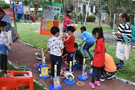 參與世界展望會西區辦公室兒童響應福利市集活動。