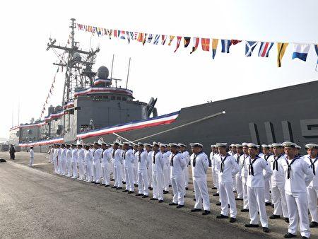 铭传军舰与逢甲军舰8号在高雄左营军港东码头举行成军典礼。