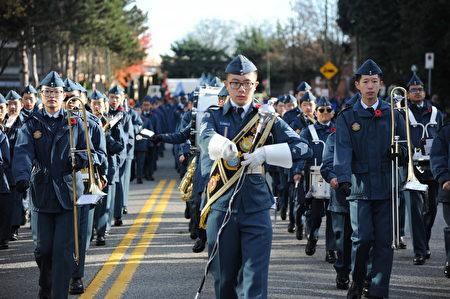 11月11日,本拿比市举行游行,纪念荣军日。图为童子军。