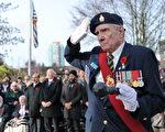 11月11日,本拿比市在南部青年活動中心舉行軍人紀念日活動,緬懷為國捐軀的加拿大將士。圖為退伍老兵。