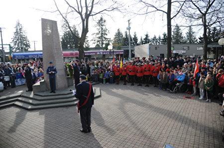 11月11日,本拿比市在南部青年活动中心举行军人纪念日活动,缅怀为国捐躯的加拿大将士。