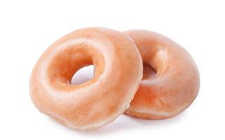 社区居民买光甜甜圈 让店家老板提早陪病妻
