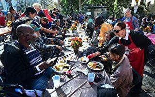 数千游民享用感恩节慈善大餐