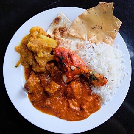 位於溫哥華的新印度自助餐提供的美食。