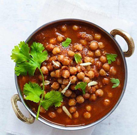 位於溫哥華的新印度自助餐提供的美食鷹嘴豆。