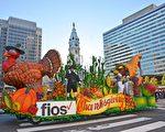 组图:重温家庭传统 费城人热观感恩节游行