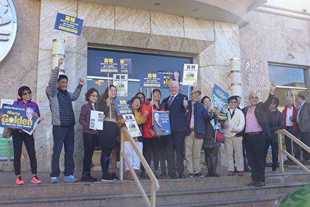 高顿和他的华人助选团。