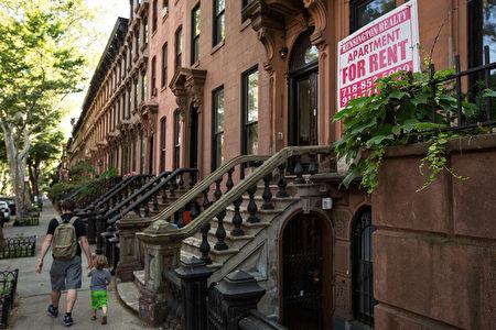 纽约市禁止地下室出租不是没有原因。HPD官员指出,非法出租地下室对于房东、房客和消防人员都存在很大危害。