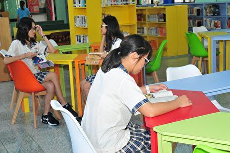 圖書館提供學校師生及社區民眾優質的閱讀環境。