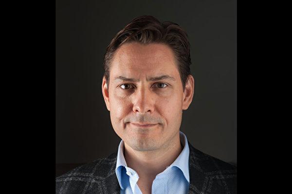 加拿大前外交官康明凯(Michael Kovrig,如图)遭中共拘捕,知情人士透露他在北京遭受到的非人待遇。