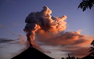 印尼索普坦火山喷发 火山灰柱高达7,500米