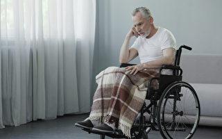 图:一位居住在老人院的患者,其银行卡被照顾他的女佣盗用,直到离世仍不知情。(Shutterstock)