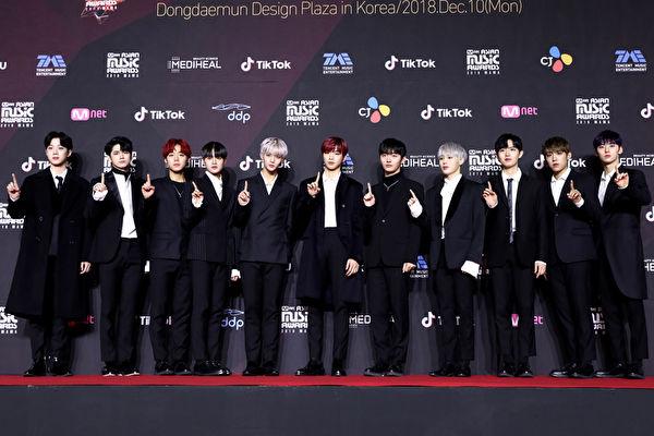 Wanna One出席2018 MAMA资料照。