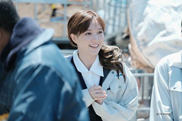 本田翼於《東野圭吾 信》首度演出母親角色。(KKTV提供)