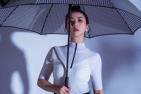 晖倪睽违6年,选在今(28)日推出首张全新的台语创作专辑