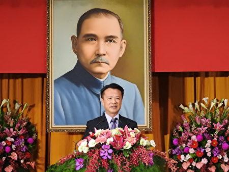 嘉义县第18届县长翁章梁(如图),12月25日上午在宣誓就职典礼中致词。