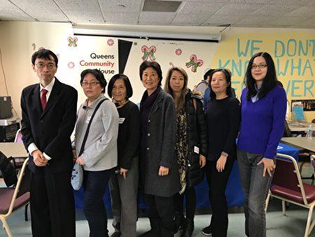 參加圓桌會議的華人居民。