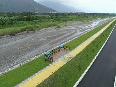 获奖的花莲溪砂荖堤段河川环境改善工程导入在地文化。