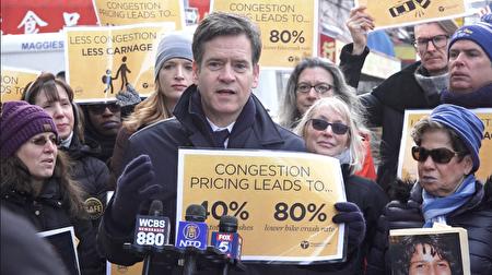 纽约州参议员霍曼(Brad M. Hoylman)加入权益组织的行列。