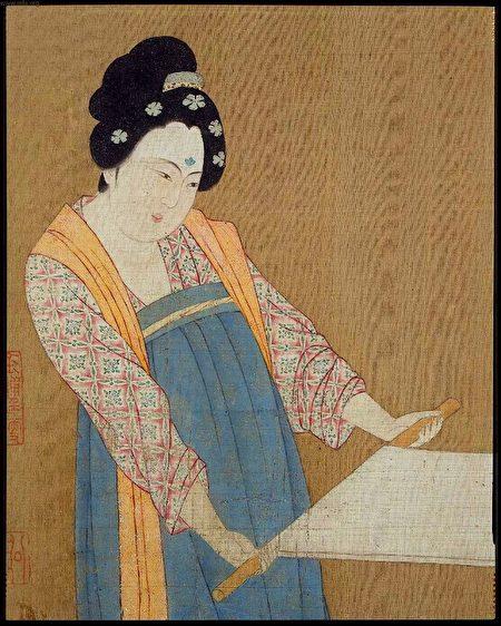 梳篦在古代也作为发饰插在发髻上。图为《捣练图》局部(宋摹本),唐张萱绘。(公有领域)